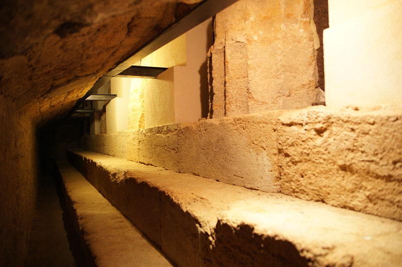 800px-Agrigento-santa-maria-dei-greci-tempelfundamente-b