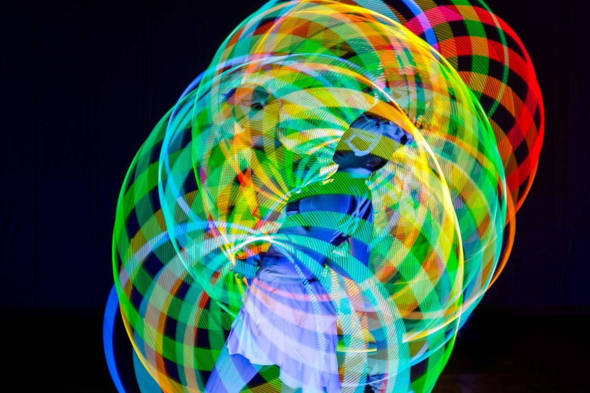 AA-LED-Dream-Hula-Hoops-Light-Show-Girl